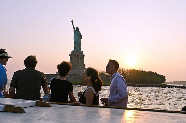 Yacht Manhattan-silo'd people