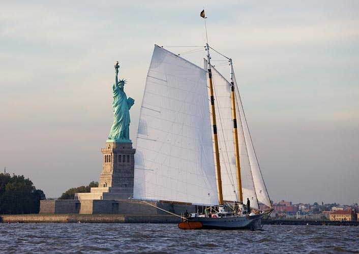 America-under-sail-w-stat-o-lib